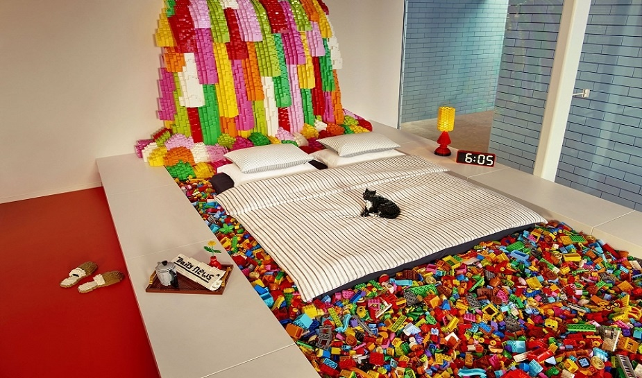 Air BnB LEGO House 2.jpg