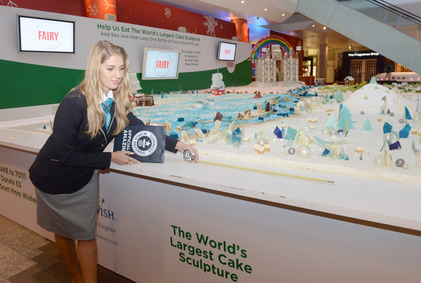 Fairy_brand_experience_worlds_largest_cake_sculpture_3