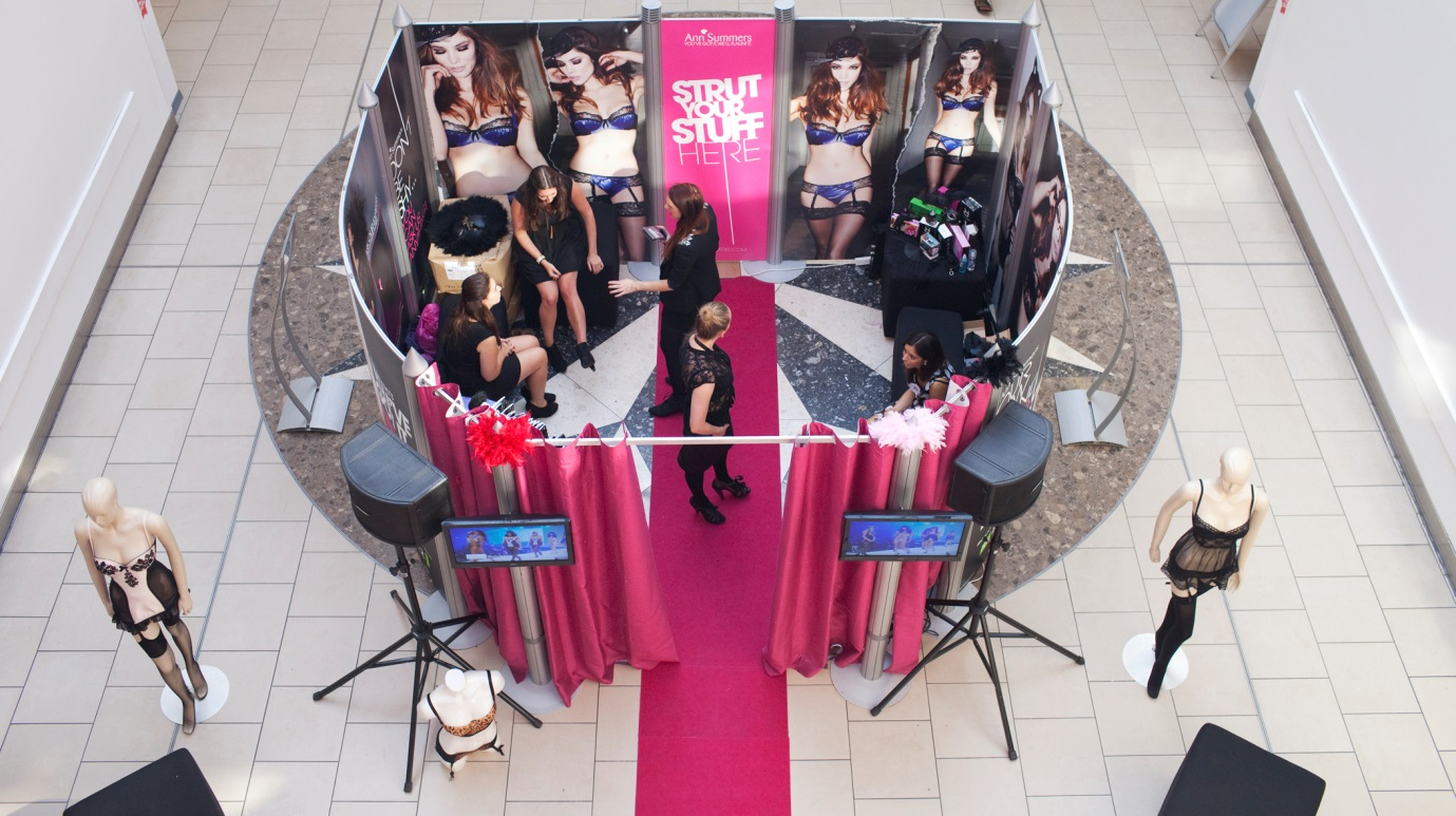 Sexy_stunts_brand_experience_experiential_marketing_6
