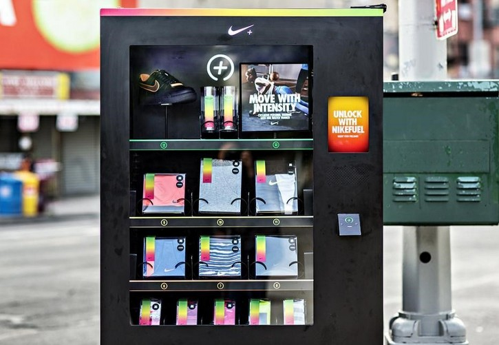 brand_experience_experiential_marketing_nike_s_secret_vending_machine_2