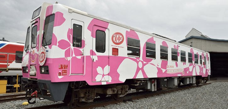 kitkat_japan_packaging_as_train_fare_experiential_marketing