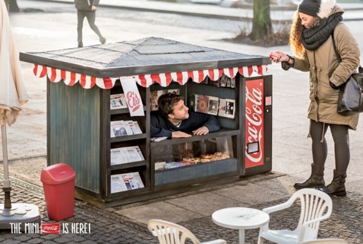 smart_car_fun_sized_brand_experience_experiential_marketing_coca_cola_min_kiosks