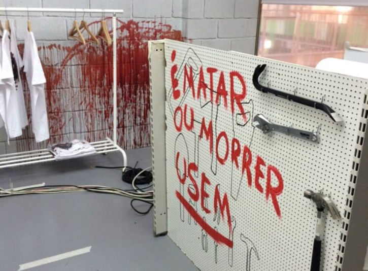 walking_dead_blood_store_brand_experience_experiential_marketing_2